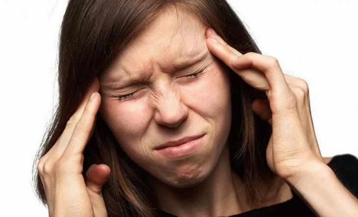 В голове, в районе висков чувствуется пульсация.