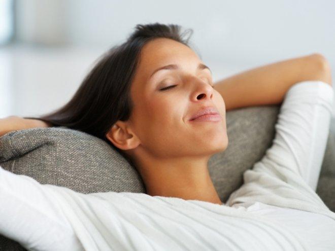 Лечь, постараться расслабиться
