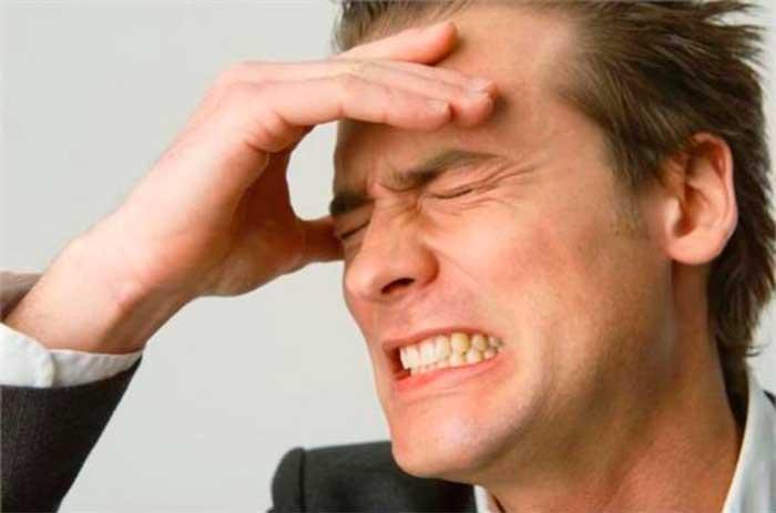 Пациент жалуется на головные боли, головокружения, тахикардию